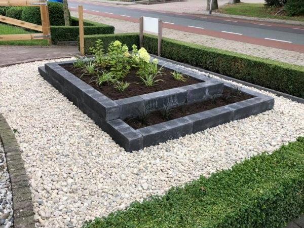 Met grind krijgt je moderne tuin een mooie rustige uitstraling